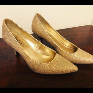 Fioni Night Golden Heels